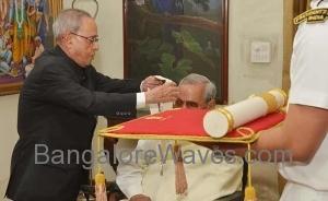 ಅಟಲ್ ಬಿಹಾರಿ ವಾಜಪೇಯಿ ಅವರಿಗೆ ಭಾರತ ರತ್ನ ಪ್ರಶಸ್ತಿ  (ಚಿತ್ರ ಕೃಪೆ: ಎನ್.ಡಿ.ಟಿ.ವಿ)