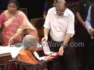 ದಾದಾ ಸಾಹೇಬ್ ಫಾಲ್ಕೆ ಪ್ರಶಸ್ತಿ ಪ್ರದಾನ